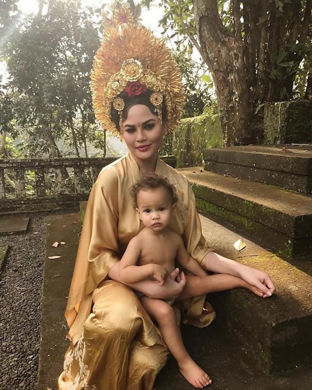 "<p>Teigen held her adorable 15-month-old daughter, <a href=""https://www.yahoo.com/celebrity/luna-legends-baby-album-000000687.html"" data-ylk=""slk:the famous Luna Legend;outcm:mb_qualified_link;_E:mb_qualified_link"" class=""link rapid-noclick-resp newsroom-embed-article"">the famous Luna Legend</a>, while <a href=""https://www.instagram.com/p/BWmHrqkFHLF/?taken-by=chrissyteigen"" rel=""nofollow noopener"" target=""_blank"" data-ylk=""slk:wearing ceremonial costumes"" class=""link rapid-noclick-resp"">wearing ceremonial costumes</a> during a trip to Bali with husband John Legend. (Photo: Chrissy Teigen via Instagram) </p>"