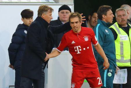 Football Soccer - VFL Wolfsburg v Bayern Munich - Bundesliga - Volkswagen Arena, Wolfsburg, Germany - 29/4/17 Bayern Munich's Philipp Lahm shakes hands with VfL Wolfsburg coach Andries Jonker after being substituted off Reuters / Kai Pfaffenbach Livepic