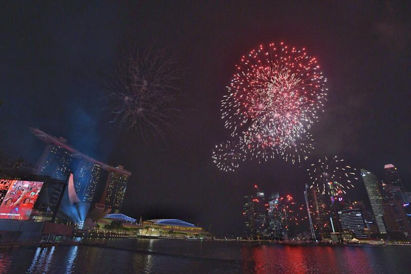 Chaophraya Princess Cruise New Year Dinner Cruise On The Chaophraya River Best Places To Celebrate New Year Eve In Bangkok