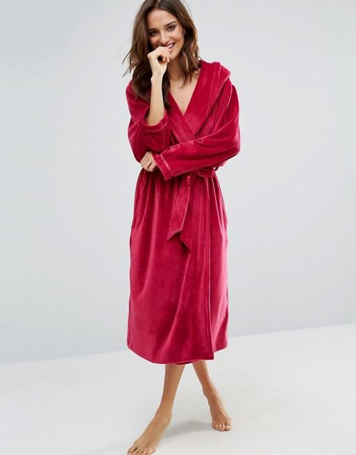 """<p>If you feel that a fleecy robe is just for kids then this sophisticated moleskin robe is just as snug and soft. <a rel=""""nofollow"""" href=""""http://tidd.ly/f45f152f"""">Buy Here</a> </p>"""