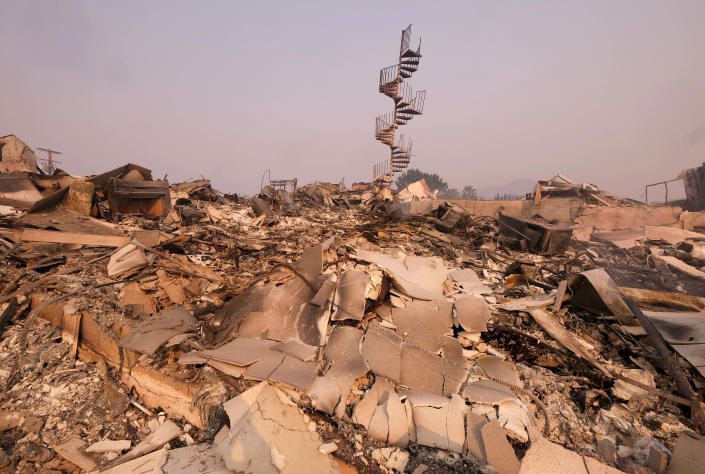 <p>The charred remains of the burned home are seen in Malibu, Calif., on Nov. 10, 2018. (Photo: Ringo H.W. Chiu/AP) </p>