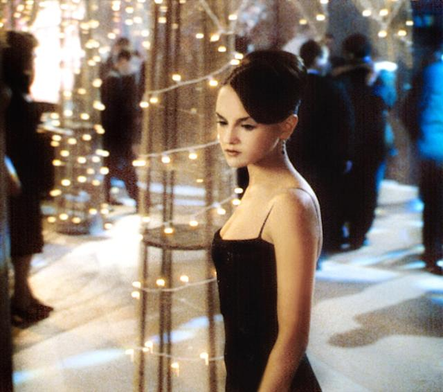 <p>Rachael Leigh Cook's dress resembles the Joey Potter look in the classic black thin spaghetti-strap dress. </p>