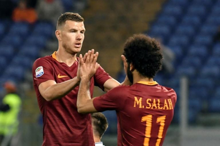 Roma's Bosnian forward Edin Dzeko (L) celebrates with teammate Mohamed Salah after scoring a goal against Empoli on April 1, 2017 at Rome's Olympic stadium