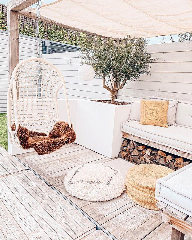 """<p>Whether it's dazzling white furniture or gorgeous <a href=""""https://www.housebeautiful.com/uk/garden/plants/g33666571/flowers-zodiac-sign/"""" rel=""""nofollow noopener"""" target=""""_blank"""" data-ylk=""""slk:flowers"""" class=""""link rapid-noclick-resp"""">flowers</a>, white gardens have risen in popularity over recent years — and they're not going anywhere in 2021.</p><p>'Key steps to create a white garden include choosing a dark backdrop, varying up the foliage and changing up shapes and sizes, repeating form, and finally adding some eye-catching white flowers to fill the space.'</p><p><a href=""""https://www.instagram.com/p/CC39qroFXDa/"""" rel=""""nofollow noopener"""" target=""""_blank"""" data-ylk=""""slk:See the original post on Instagram"""" class=""""link rapid-noclick-resp"""">See the original post on Instagram</a></p>"""
