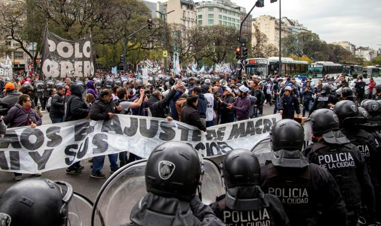 The demonstrators plan to camp for 48 hours on the 9 de Julio Avenue in the heart of Buenos Aires