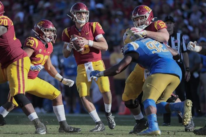 """USC quarterback Kedon Slovis drops back to pass against UCLA during their game at the Coliseum on Nov. 23. <span class=""""copyright"""">(Robert Gauthier / Los Angeles Times)</span>"""
