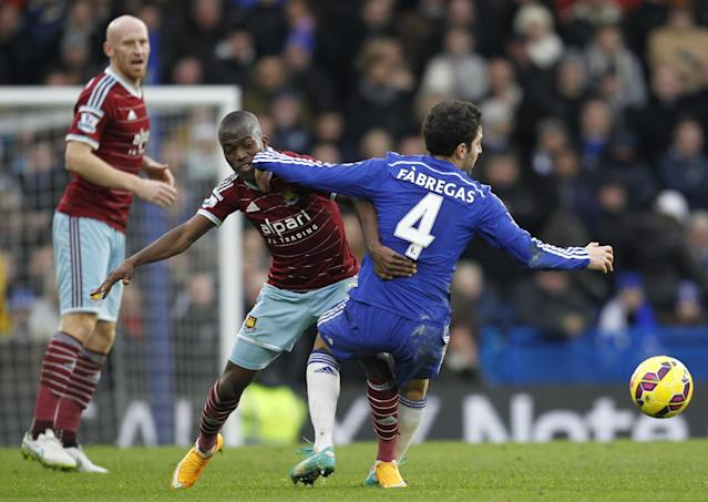 West Ham United's Ecuadorian striker Enner Valencia (2nd R) vies with Chelsea's Spanish midfielder Cesc Fabregas during the English Premier League football match between Chelsea and West Ham United at Stamford Bridge in London on December 26, 2014 (AFP Photo/Ian Kington)