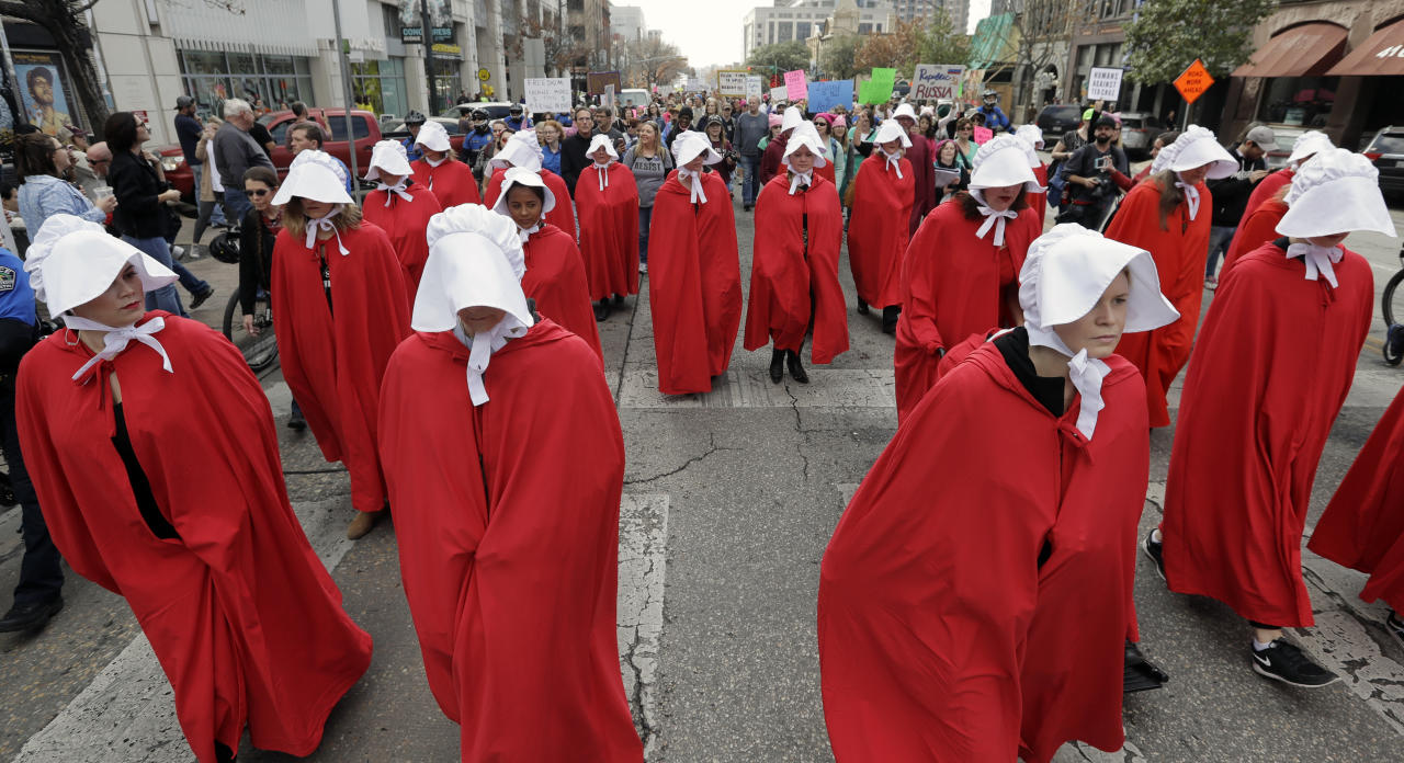 <p>Texas Handmaids lead a women's march to the Texas State Capitol on the one-year anniversary of President Donald Trump's inauguration, Saturday, Jan. 20, 2018, in Austin, Texas. (Photo: Eric Gay/AP) </p>
