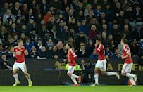 Manchester United's Bastian Schweinsteiger (L) celebrates with teammates after scoring during the match against Leicester City at the King Power Stadium in Leicester, on November 28, 2015 (AFP Photo/Oli Scarff)
