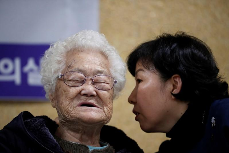 """Former South Korean """"comfort woman"""" Lee Ok-sun attends a news conference in Seoul"""