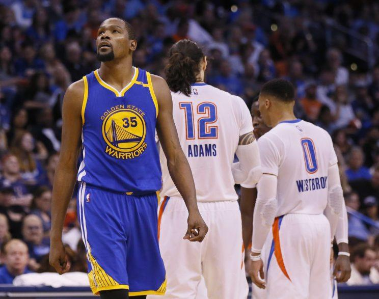 best service 2afea 66dc4 The crowd wasn t friendly, but Kevin Durant finished with 34 points and nine