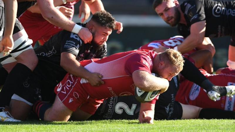 Scarlets keep Pro14 play-off hopes alive with six-try win, Leinster impressively see off Ulster