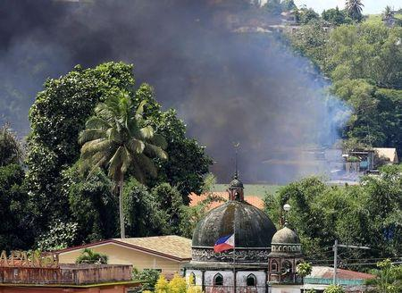 Philippine military launches new air raids in Islamist battle