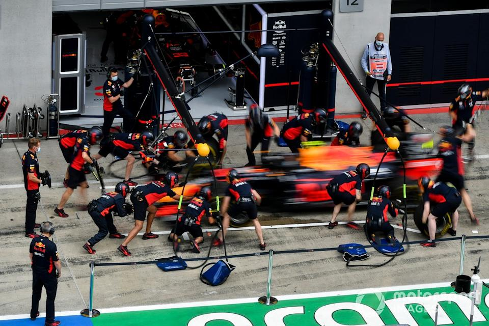 """Red Bull Racing practica pitstops<span class=""""copyright"""">Mark Sutton / Motorsport Images</span>"""