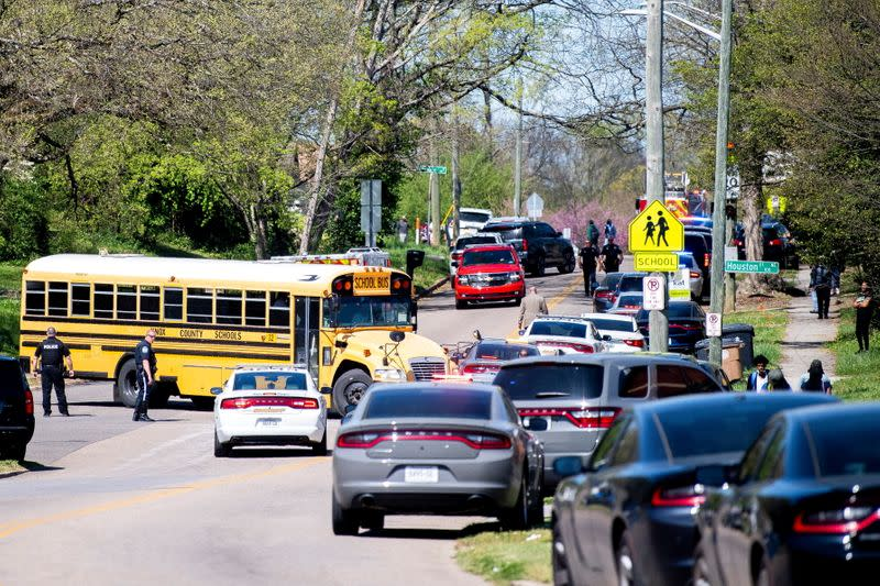 Polícia responde a incidente com relatos de vários baleados em escola do Tennessee. (Foto: Brianna Paciorka/News Sentinel/USA Today Network via REUTERS)