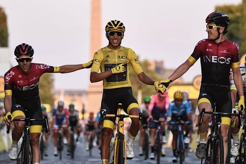 Egan Bernal y sus compañeros de equipo. | ANNE-CHRISTINE POUJOULAT/AFP via Getty Images