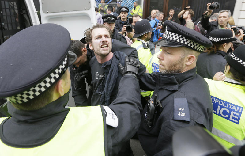 32 arrests in London during protests against G-8