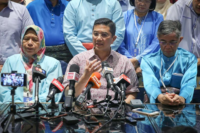 PKR deputy president Datuk Seri Mohamed Azmin Ali speaks during a news conference at AMES Hotel in Melaka December 7, 2019. — Picture by Yusof Mat Isa