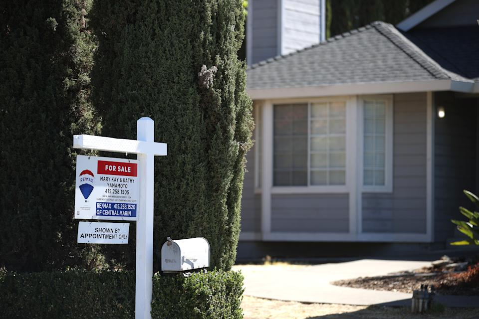 SAN RAFAEL, CALIFORNIA - SEPTEMBER 28: A sign is posted in front of a home for sale on September 28, 2021 in San Rafael, California. According to a report by S&P CoreLogic Case-Shiller, a 20-city home price index surged 19.9 percent in July, the largest increase since record-keeping began in 2000. (Photo by Justin Sullivan/Getty Images)