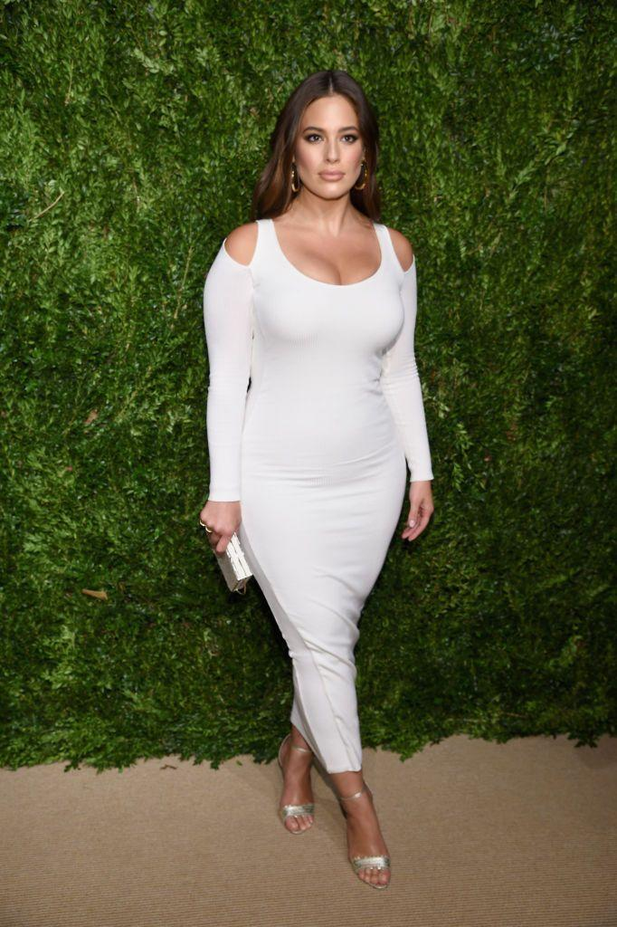 <p>The presenter wore a white, shoulder cut-out knit dress by Victor Glemaud.</p>