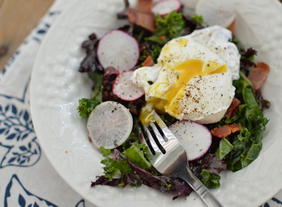 bacon eggs breakfast salad