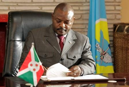 FILE PHOTO:  Burundi's President Pierre Nkurunziza signs the new constitution at the presidential palace in Gitega Province