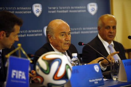 FIFA President Sepp Blatter (C) speaks during a news conference in Jerusalem May 27, 2014. REUTERS/Ronen Zvulun