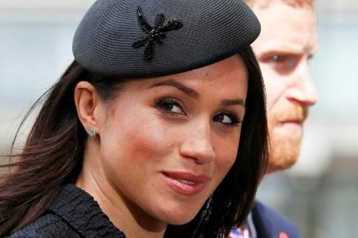 US actress Meghan Markle may opt for a dress from her adopted country when she marrys Prince Harry to curry favour with the public and to boost Britain's valuable fashion industry