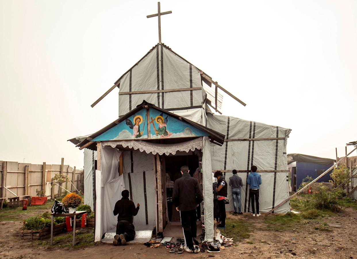 Ethiopian Coptic migrants arrive for a Mass at the makeshift Orthodox church in a migrant camp in Calais, northern France,on October 30, 2016. (Photo: PHILIPPE HUGUEN via Getty Images)