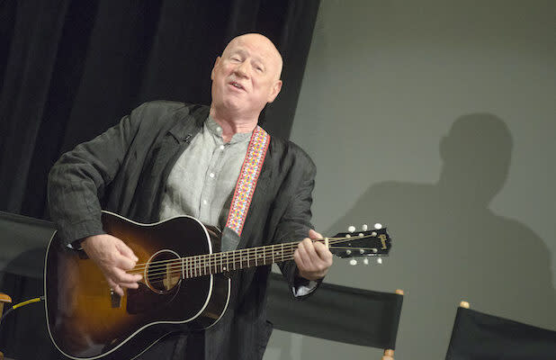 Neil Innes, Comic Songwriter Who Worked With Monty Python and Paul McCartney, Dies at 75