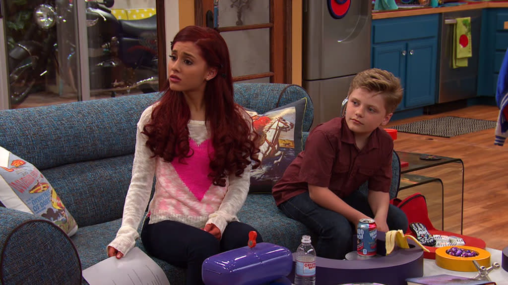 "A scene from the ""Sam & Cat"" episode, ""#TextingCompetition."""