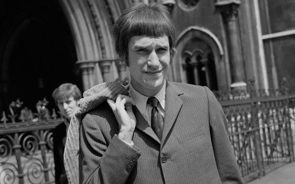 """""""A dedicated follower of fashion""""? The-Kinks-Sänger Ray Davies im Mai 1967 in London. (Bild: Harold Clements/Daily Express/Hulton Archive/Getty Images)"""