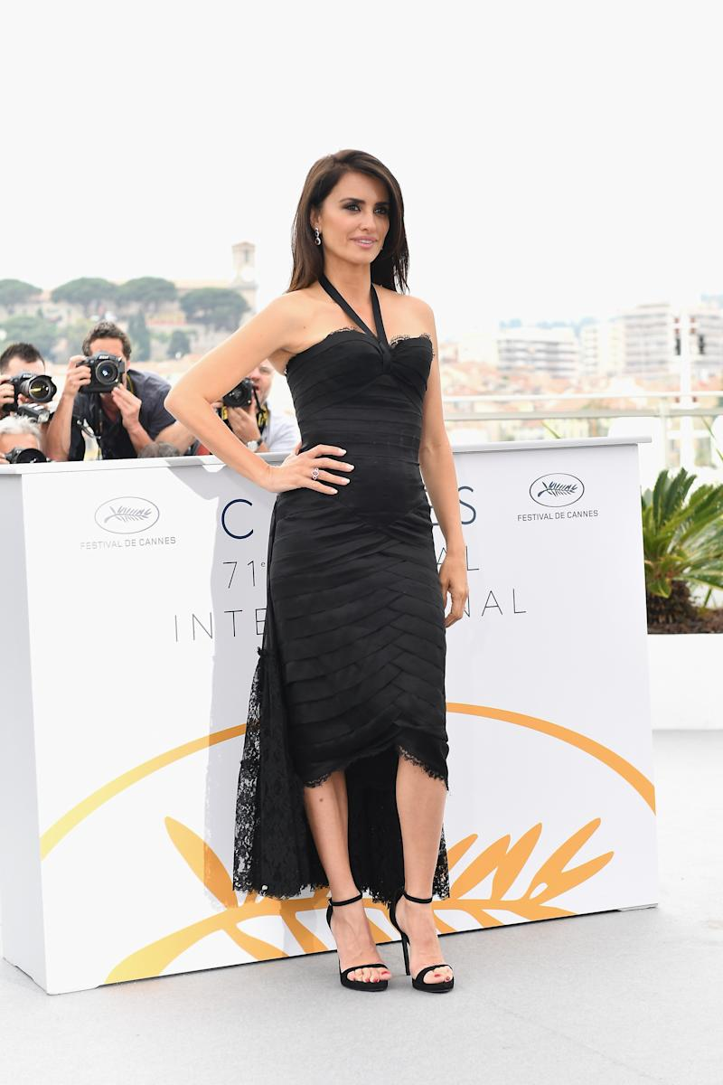 WHO: Penélope Cruz WHAT: Vintage Chanel, Atelier Swarovski jewelry WHERE: At the photo-call for Everybody Knows, Cannes WHEN: May 9, 2018