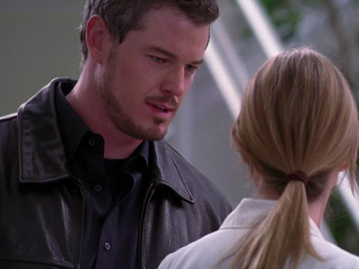 Eric Dane as Mark wearing a leather jacket talking to Meredith on Greys Anatomy