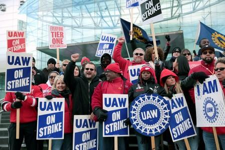Union leaders meet to review tentative agreement — GM strike