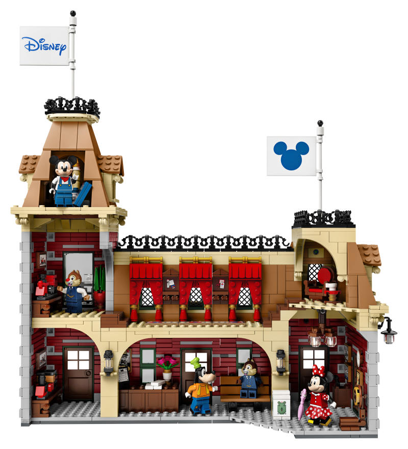 Take a look at the inside of the station in the newest Disney Lego set. (Photo: Lego)