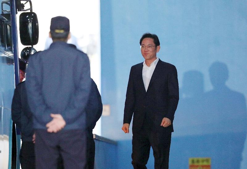 Lee leaves court after judges ordered his release