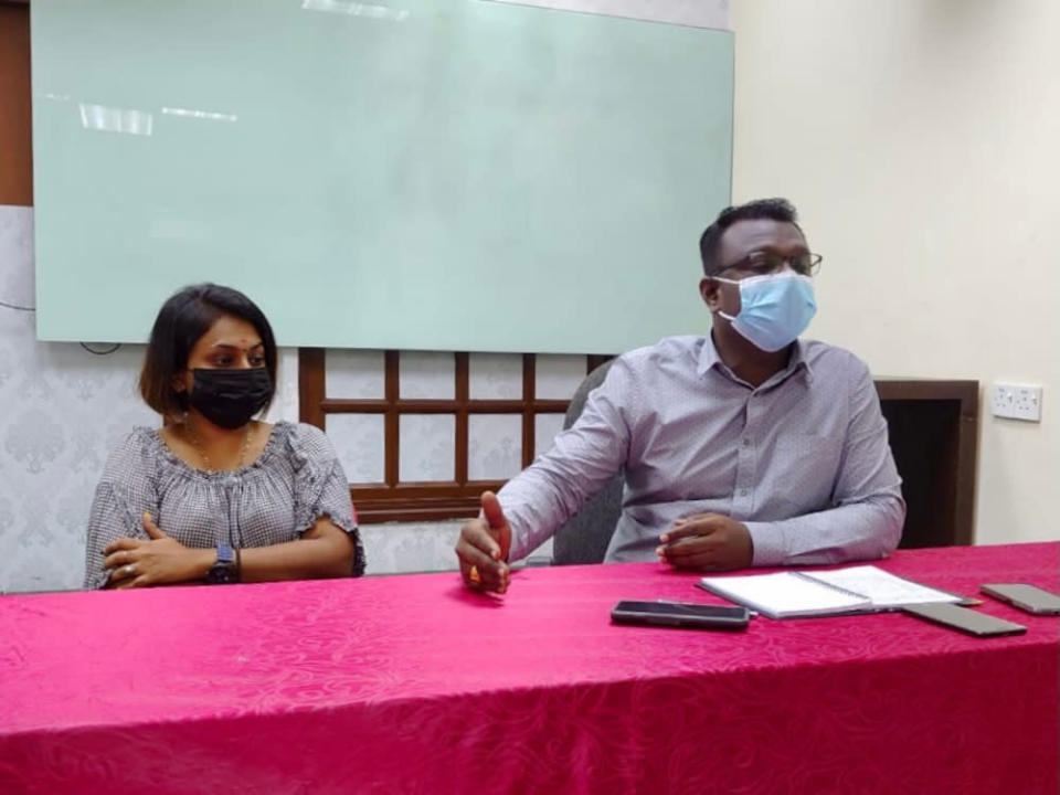 S. Dayalan (right) during a press conference at the Johor chapter of the Malaysian Workers Association in Singapore office in Tampoi, September 24, 2021 — Picture by Ben Tan