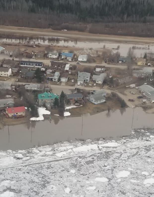 An aerial view of the flooding in Fort Simpson in May 2021. (Christine Horesay - image credit)