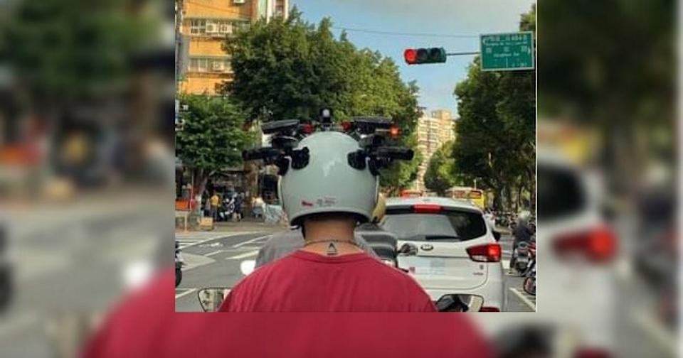 Another social media user also recently shared a photo of a man attaching numerous cameras to his helmet. (Photo courtesy of 爆廢公社/Facebook group)