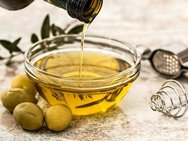 Is Olive Oil An Effective Therapy For Treating Grey Hair?