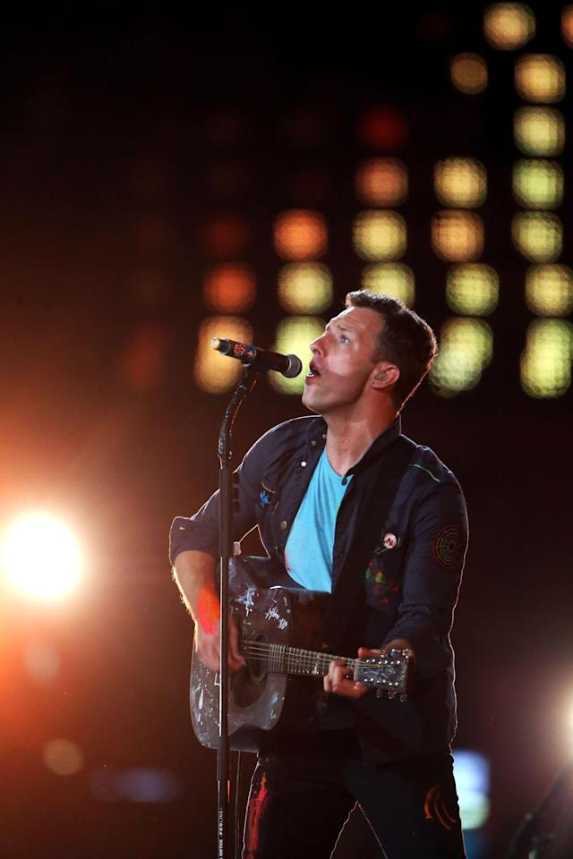 LONDON, ENGLAND - SEPTEMBER 09: Chris Martin of Coldplay performs during the closing ceremony on day 11 of the London 2012 Paralympic Games at Olympic Stadium on September 9, 2012 in London, England. (Photo by Peter Macdiarmid/Getty Images)