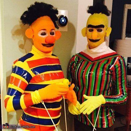 """Vía <a href=""""http://www.costume-works.com/costumes_for_couples/bert-and-ernie.html"""" target=""""_blank"""">Costume-Works.com</a>"""
