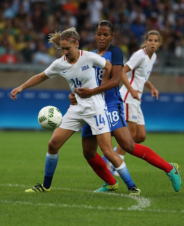 <p>United States' Morgan Brian, left, fights for the ball with France's Maire Laure Delie during a group G match of the women's Olympic football tournament between United States and France at the Mineirao stadium in Belo Horizonte, Brazil, Saturday, Aug. 6, 2016. (AP Photo/Eugenio Savio) </p>