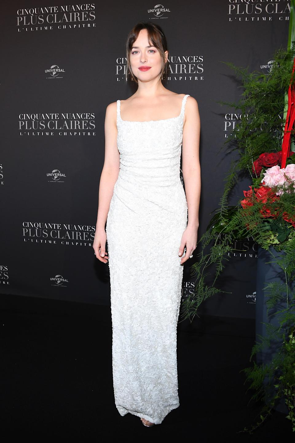 <p>The brunette star opted for a simple, white column dress by Prada and Tiffany & Co. jewellery. <em>[Photo: Getty]</em> </p>