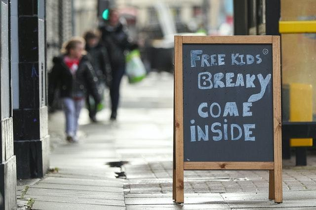 A free breakfast sign outside the Sandon pub in Liverpool