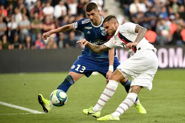 Mauro Icardi (R) made his PSG debut off the bench at the weekend following his arrival on loan from Inter (AFP Photo/Martin BUREAU)