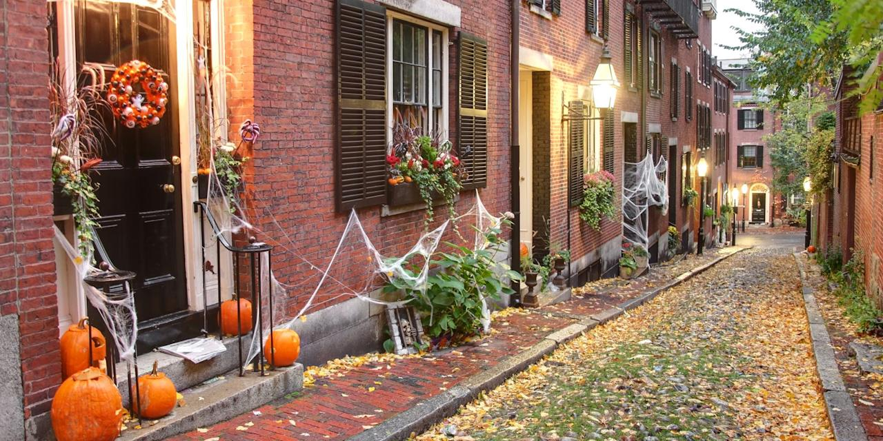 """<p>Sure, big city Halloween festivals are great and all, but in our opinions, no one handles holiday festivities quite as well as small town residents do — they just know how to take seasonal celebrations to the next level with their quirky, charming traditions! Check out our list of the best small town destinations for both <a href=""""http://www.countryliving.com/life/travel/tips/a5931/best-halloween-festivals/"""" target=""""_blank"""">spooky and family-friendly events</a> this October.</p>"""