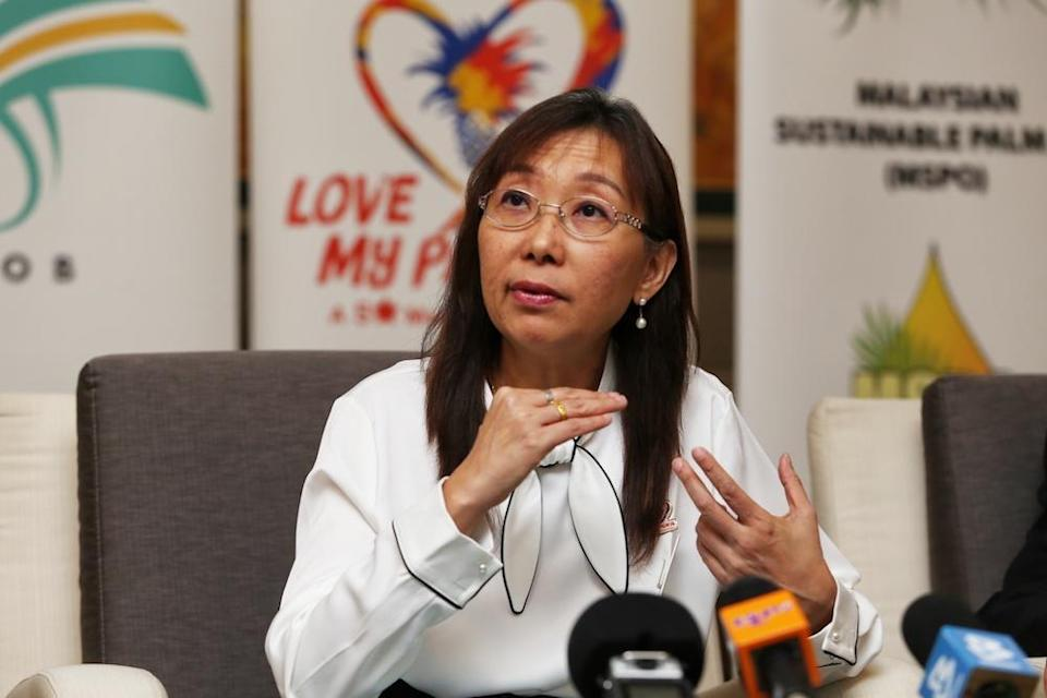 Primary Industries Minister Teresa Kok clarified today that Malaysia has not retracted its option to file a complaint with the WTO against the EU and its Delegated Regulation on palm oil. — Picture by Choo Choy May