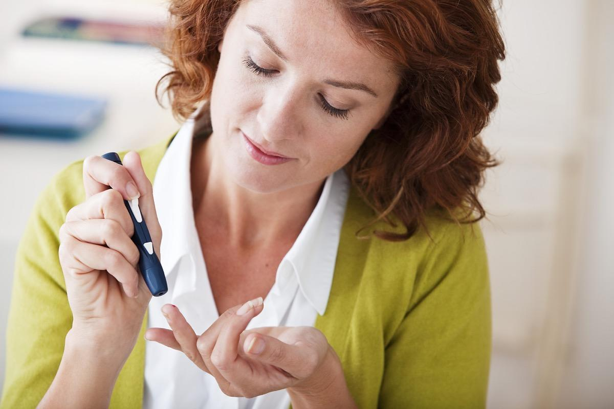 """There are an estimated 30.3 million Americans living with diabetes, according to the Centers for Disease Control and Prevention's (CDC) <a href=""""https://www.diabetesresearch.org/file/2017-National-Diabetes-Statistics-Report-CDC.pdf"""" target=""""_blank""""><em>National Diabetes Statistics Report for 2017</em></a>. And yet, the average person knows very little about the realities of life with this chronic condition—which is not easy (or cheap) to manage, by any means.  Diabetes requires constant attention and effort, including waking you up in the middle of the night begging for more glucose or insulin. """"My disease requires a lot of attention—how I eat, how I feel, making sure that I always have emergency sugar just in case,"""" explains <strong>Anne Tetenman</strong>, a mom of two who was diagnosed with type 1 diabetes in the early 1990s at just 26.  Instead of making assumptions about a disease that plagues nearly 10 percent of the U.S. population, read up on the realities of what it's like living with diabetes, according to those who have it and the doctors who treat it.      <div class=""""number-head-mod number-head-mod-standalone"""">         <h2 class=""""header-mod"""">                     <div class=""""number"""">1</div>             <div class=""""title"""">It's expensive.</div>                     </h2>     </div>"""